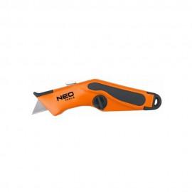Нож Neo Tools 63-701 с трапециевидным лезвием в металлическом корпусе